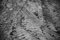 tiretracksdrymud