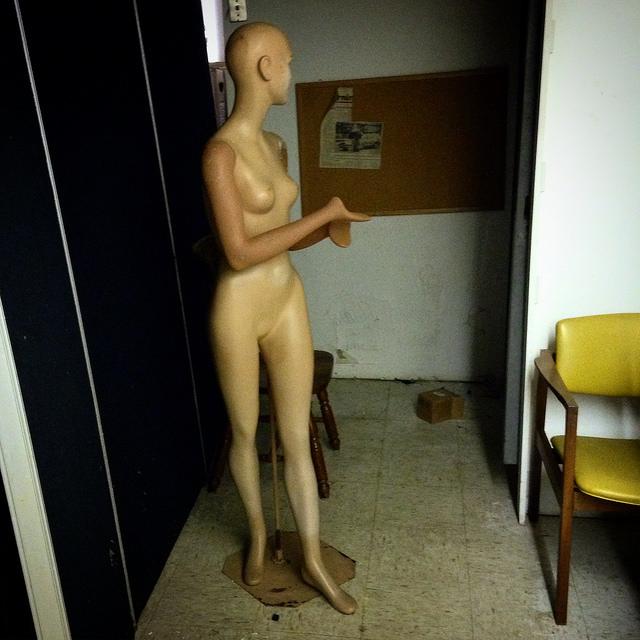 nudewomaninbasementbikeshop