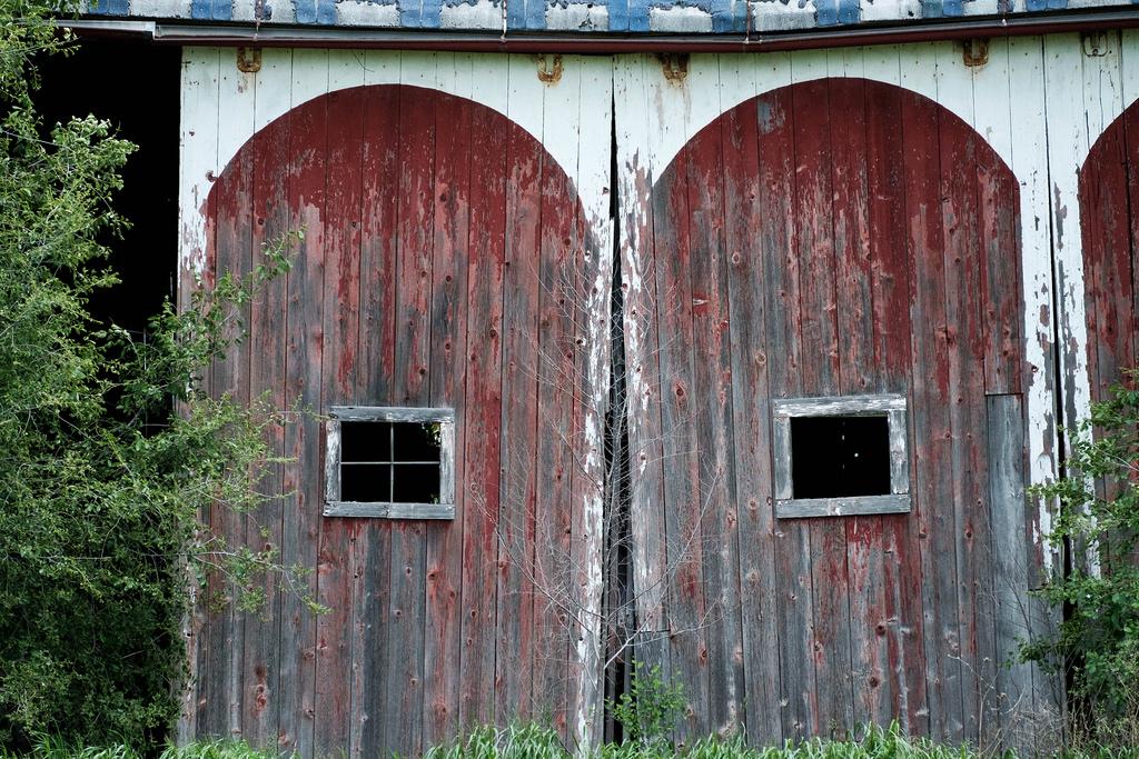 barn-doors-red