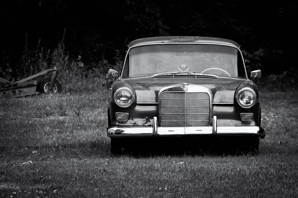 old-benz-in-field
