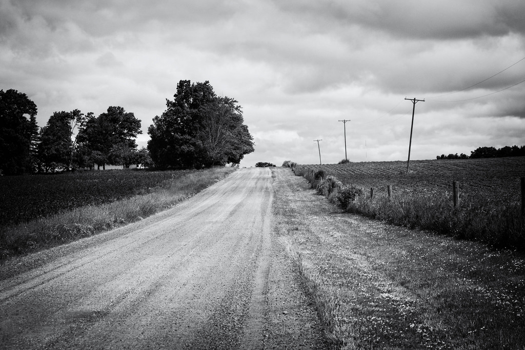 dirt-road-hill-black-white