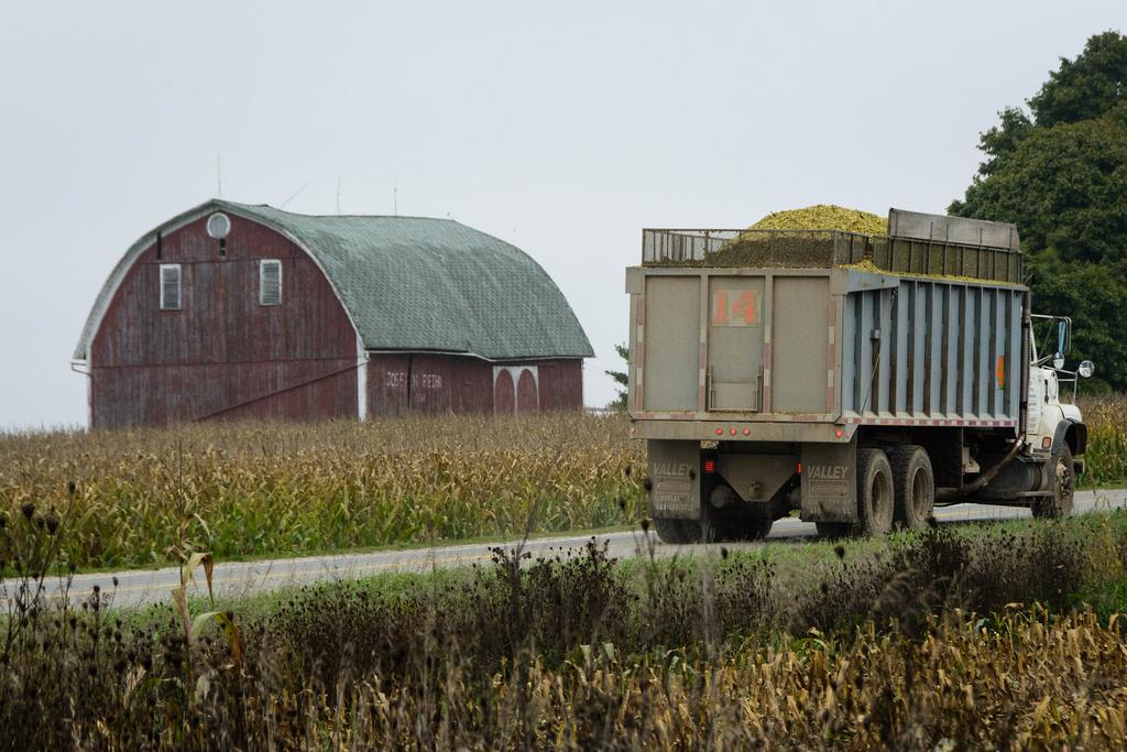 corn-truck_barn