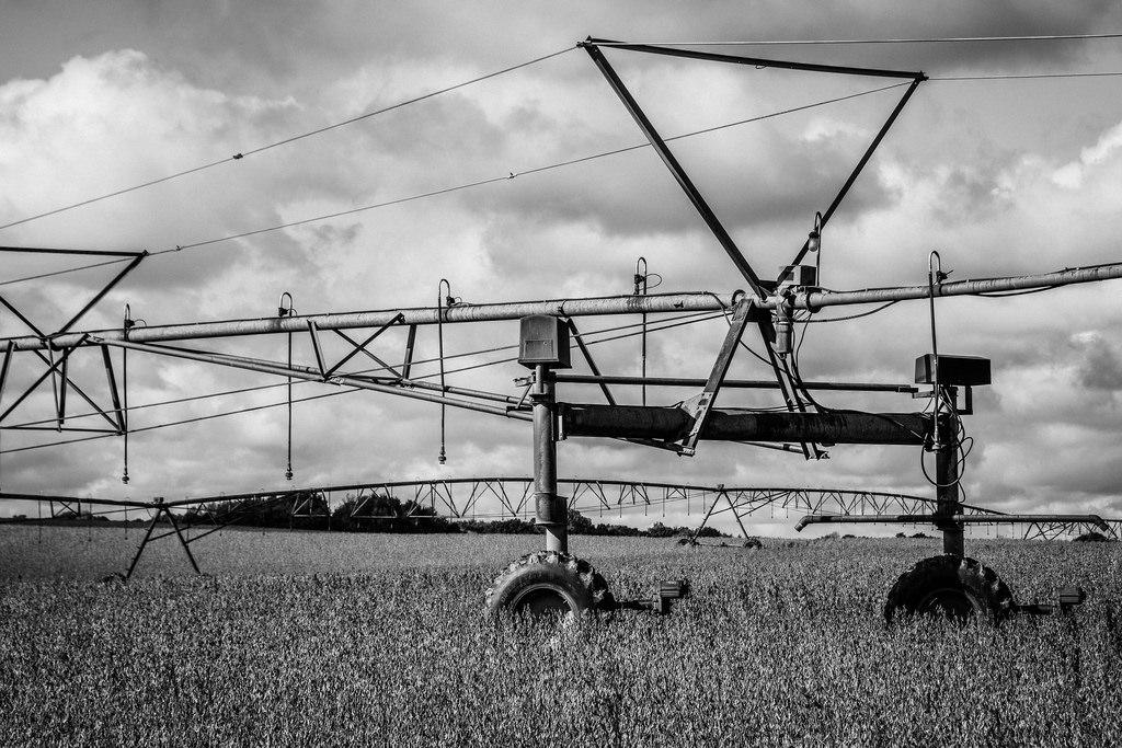 irrigator-in-black