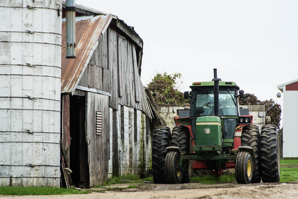 tractor-with-barn