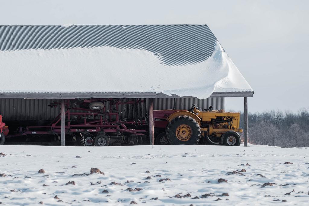 tractor_under_roof